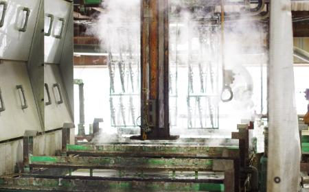 全自動キャリア方式の亜鉛メッキ工程