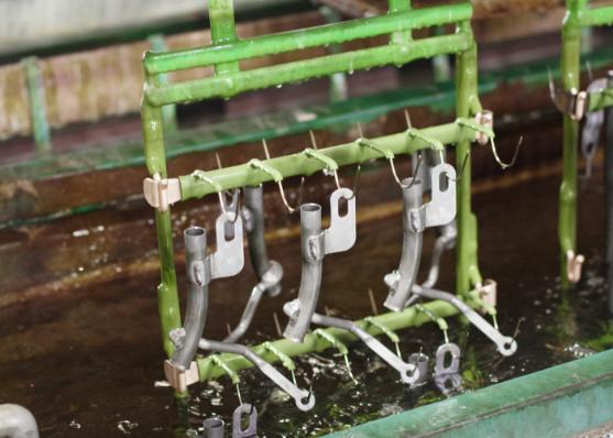亜鉛メッキと硝酸とクロメートの工程